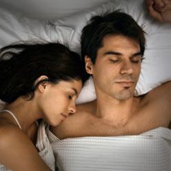 10 поз для сна, которые четко характеризуют отношения внутри пары | 250x250